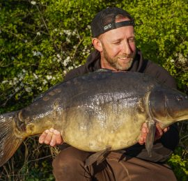"Mark Pitchers  <img src=""https://carp-royal.de/wp-content/uploads/2019/09/iconfinder_United-Kingdom_298478.png"" class=""country"" />"