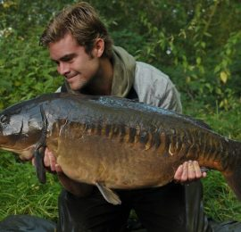 "James Armstrong <img src=""https://carp-royal.de/wp-content/uploads/2019/09/iconfinder_United-Kingdom_298478.png"" class=""country"" />"